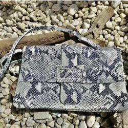 Le sac pochette imprimé python